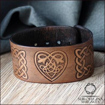 Браслет в кельтском стиле с сердцем